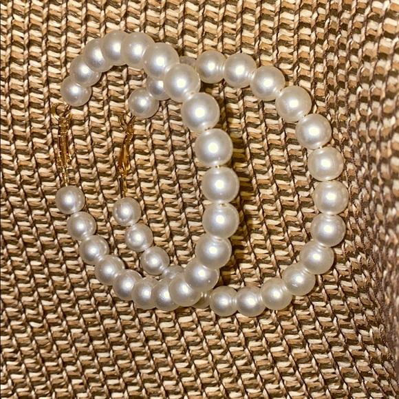 Faux pearl fashion hoops earrings